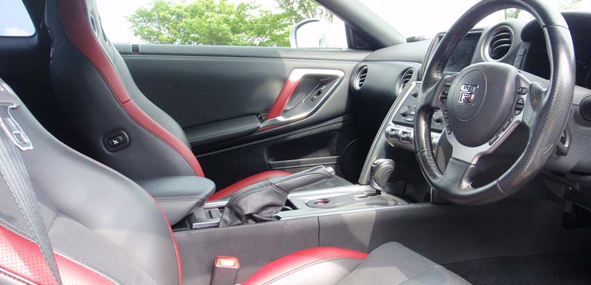 GTR R35 運転席横